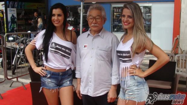 Sr. Mário Kimei e as recepcionistas das Ruas das Motos