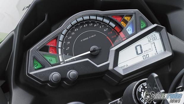 Kawasaki Ninja 300 edição WSBK - Detalhe do painel